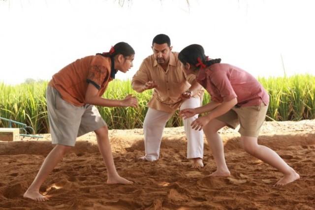 1483072582_dangal-aamir-khan-sakshi-tanwar-fatima-sana-shaikh-sanya-malhotra-director-nitesh-tiwari